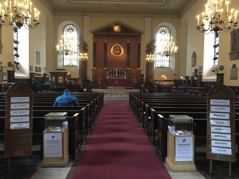 Allée principale de l'Eglise Saint-Paul