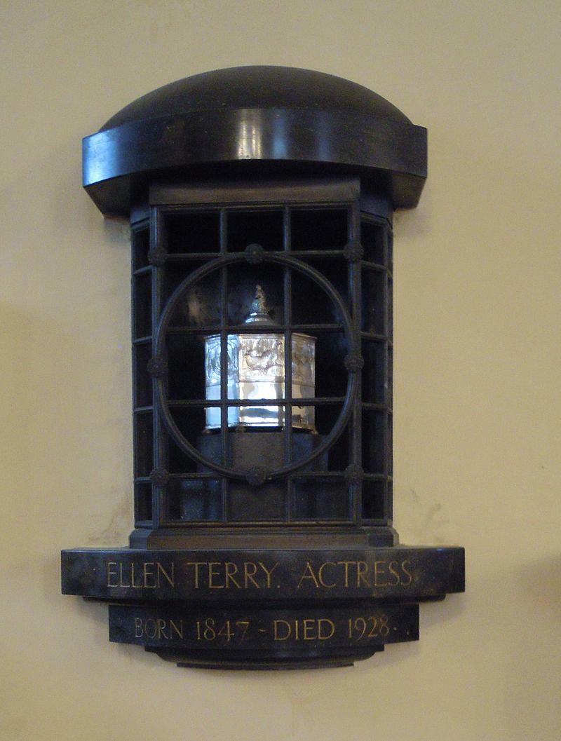 Les cendres de l'actrice Ellen Terry en l'Eglise Saint-Paul.