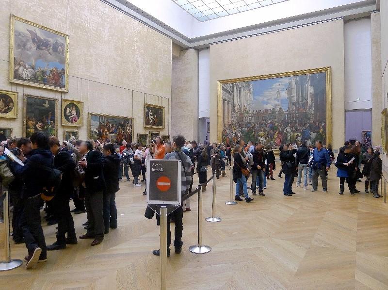 """Le tableau """"Les Noces de Cana"""" exposé au Louvre, en face de la Joconde"""