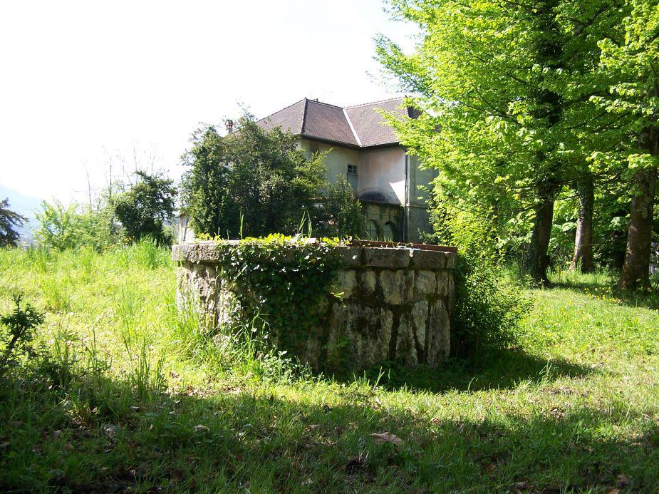 Une reproduction du puits saint-Jean au Clos Berthet à Sévrier / Copyright sevrier.fr