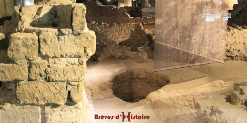 Salle tiede des termes à la crypte notre-dame
