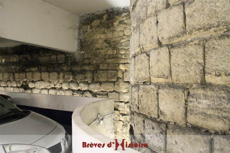 Une des 2 tours encore existantes et en bon état de l'enceinte de Philippe Auguste.