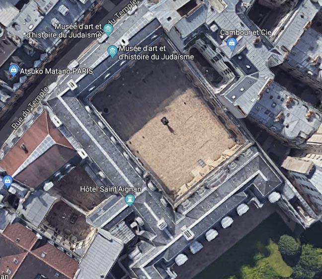 Vue aérienne 2d du Mahj. A droite, le mur-renard suivant le tracé de l'enceinte de Philippe Auguste.