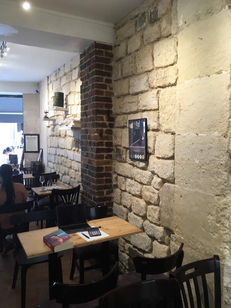 """Mur intérieur du restaurant """"Lenclos de Ninon"""", vestige du rempart de Philippe Auguste"""